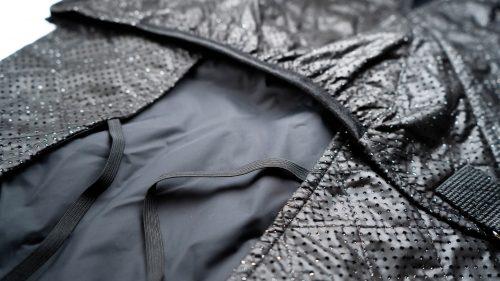 Oblačilo za pse dežni plašček veliki Kozmos detajl 2