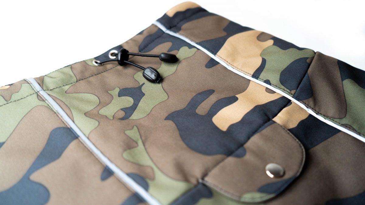 Oblačilo za pse dežni plašček veliki Vojašček detajl1
